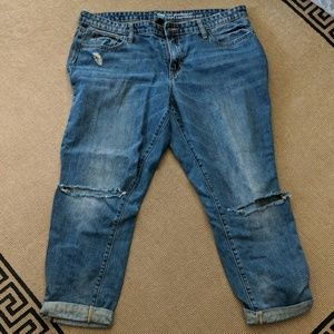 Gap Sexy BF Distressed Crops 14/32
